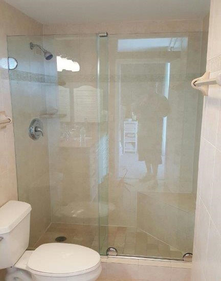Paradise Glass and Mirror offers Essence Showers in Marco Island and Naples, FL