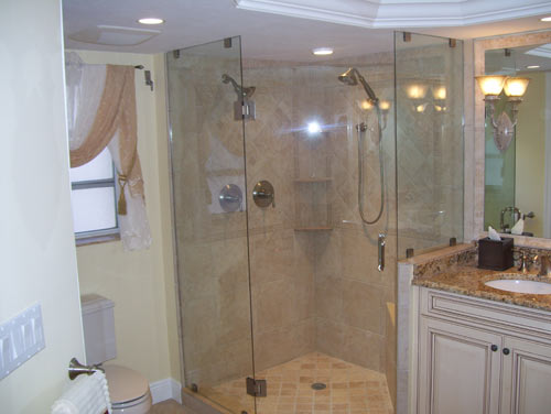 Paradise Glass and Mirror offers Glass Showers in Naples, FL