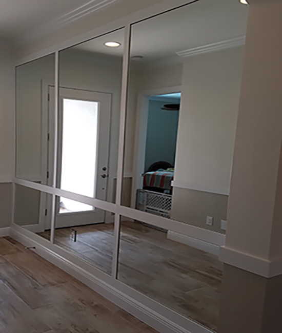 Paradise Glass and Mirror offer Mirrored Walls in Naples, FL