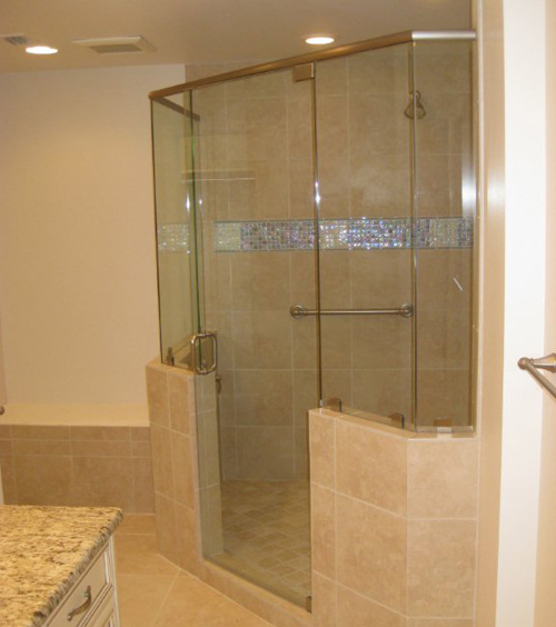 Paradise Glass and Mirror offers Door and Panel Showers in Naples, FL