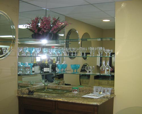 Paradise Glass and Mirror offer Mirrored Wet Bars in Port Royal, FL