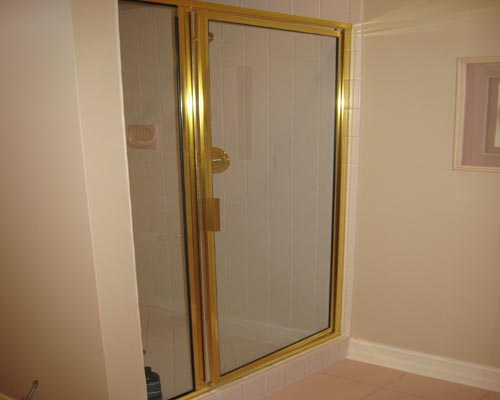 Paradise Glass and Mirror offers Framed Showers in Port Royal, FL