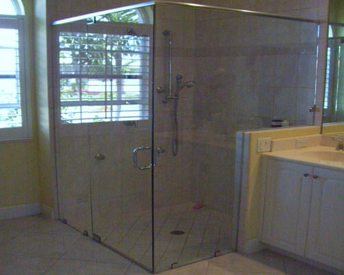 Paradise Glass and Mirror offers Frameless Showers in Port Royal, FL